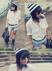Priscila Diniz - C&A White Blouse, Daslu Boyfriend Jeans, Armani Exchange Black Leather Bag - I need fun in my life