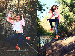 Heather Bybee - American Eagle Pink Jacket, Forever 21 Dark Skinny Jeans, Forever 21 Plain Tee, Puma Orange Running Shoes - Comes and goes