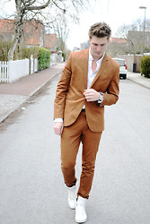 Robin Nilsson - Vintage Suit, Zara Shoes, Use Shirt, Thomas Sabo Watch - I became 22