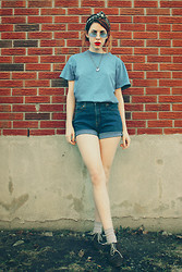 Aileen E. - Thrifted Tee, Levi's® Shorts - Moi je joue