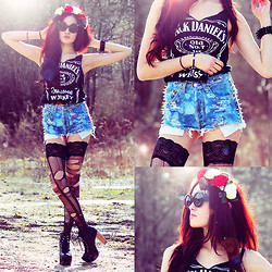 Alessandra Kamaile - Diy And Vintage From My Boyfriend Jack Daniels Top, Levi's® Levis 501, Alessandra Kamaile Rose Crown, Zerouv Sunglasses, Claires Bracelet - I knew you were trouble ...