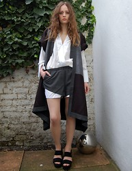 R F L - 5 Inch & Up X Nelly Shorts + Jacket, Zara Shirt, Kurt Geiger Jilly Sandals - The entire city