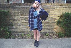 Tori West - Vintage Shirt, Topshop Blouse, Schuh Creepers, Topshop Dungarees - Blue Notes