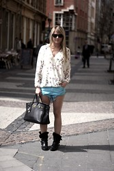 EMILIE HIGLE - Zara Shorts, Zara Blouse, Hermës Bag, Maje Boots - BLUE SHORTS AND BIRDS