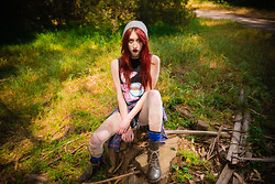 Alexa Puzderová - The Cobra Shop Energizer Bunny Tee, The Great Plains Clothing Company Flannel, American Eagle Socks, Call It Spring Boots, American Apparel Beanie - Nutshell