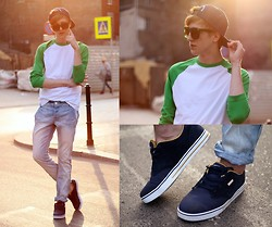 Adrian Kamiński - Cropp Fullcap, Cropp Shirt, No Name Pants, Cropp Shoes, Brylove Glasses - CR0PP CLOTHING