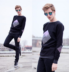Adrian Kamiński - Frenchtouchapparel Sweatshirt, Giantvintage Glasses, Pants, Nike - BLACK & GALAXY