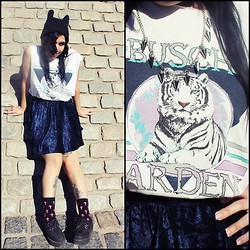 Cynthia † - Ebay Bunny Beanie, Feria Americana Shirt, Velvet Skirt, Todo Moda Crosses Socks, Ebay Creepers, Amen Diamonds Spikes Collar - Meow