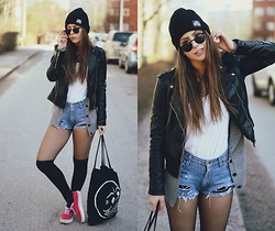 Katarina Lilius - Lamina Beanie, Pull & Bear Sunglasses, H&M Leather Jacket, Second Hand / Diy Shorts, Lindex Knee Socks, Vans Shoes, Cheap Monday Tote Bag - OBSESSED