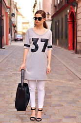 Aurelia K. - H&M + Diy T Shirt, Zara Sandals, Zara Bag - Sporty