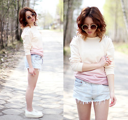 Wioletta Mary Kate - Topshop Blouse, Secondhand Shorts - Ombre Blouse & Denim Shorts