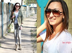 Ula H - Robert Kupisz Tshirt, Zara Jeans, Patrizia Pepe Leather Jacket, Venezia Boots, Carrera Sunglasses - Be original!