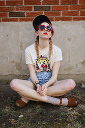 Aileen E. - Comic Con Vtg Mr. Monster Tee, American Apparel High Waisted Jean Shorts - Modern day Lolita