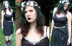Imme Geelen - Diy Flowercrown, Self Made Skirt - Roses are purple, violets are white...