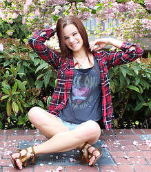 Minda K - Pacsun Graphic Tank Top, Thrift Store Plaid Flannel Shirt - If You Get To See The Sunlight; Try To Take The Invite