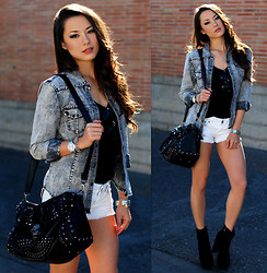 Jessica R. - Choies Stonewashed Denim Shirt, Romwe Skull Bag, Oasap Black Boots - Stonewashed