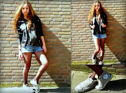 Naomi Noëlle - Converse Allstars, Short, Leather Jacket, Abracadabra, Nope You're Still A B*Tch Shirt - Tough lover