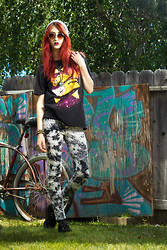 Alexa Puzderová - Hot Topic Taco Cat Shirt, Lf Stores Acid Washed Pants, T.U.K. Footwear Creepers, Funk Plus Studded Leather Cuff, Urban Outfitters Windsors - STP Not LSD