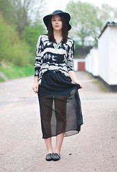 Marie Schöniger - Love Black And White Tie Dye Print Top, Chic Wish Flats - All black