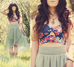 Ashlei Louise . - Shoplucky21 Floral Croptop, Anuja Toilia Arm Cuff, Mint Skirt, Taara Necklace - Coachella Day 1!