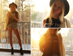 Fanny Larsson - Primark Tank Top, Levi's® Levi' Shorts, H&M White Blazer, H&M Wedges - New York City Chic