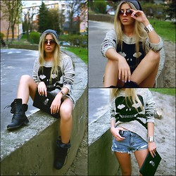 Keidy Kelen - Romwe Glasses, Cozbest Sweater, Sheinside Shorts, Chicnova Clutsch - Skeletons