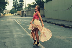 ♡Roneque J - Forever 21 Floral Skirt, Mr Price Pink Crop Top - Wind