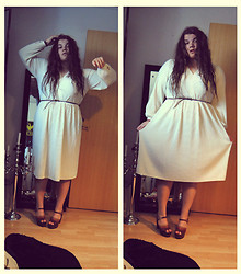 Celina E - Eurofashion Pleated Grecian Dress With Puff Sleeves, New Look Thin Brown Belt, ??? 60's Platform Shoes - Jag är grym som en grekisk gud