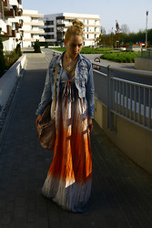 Karolina Roszkowska - Mango Lion On My Neck, H&M Jeans Jacket, Venezia Bag - Please Stay - Duffy
