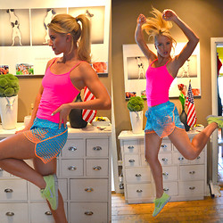 Malin Lagerqvist - Calvin Klein Shorts, Nike Running Shoes - Exercise in Neon