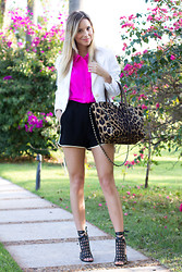 Luisa Accorsi - Valentino Bag, L'agence Shorts, Luiza Barcelos Shoes - Pink