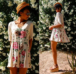 Luna Nova - Vintage Straw Hat, H&M Round Sunnies, Vintage Floral Dress, Vintage Strappy Platforms - Is There A Ghost
