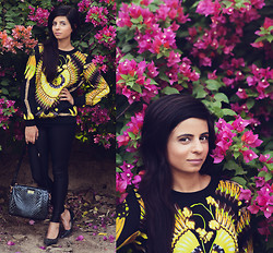 Ekta Sheoran - Forever 21 Scarf Print Top, Forever 21 Faux Leather Leggings, Forever New Ipad Bag, Spikey Black Heels - Faux Leather Leggings - Spring Madness!