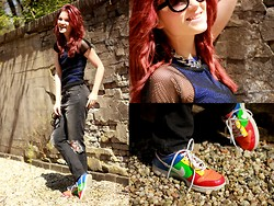 Suz - We Mesh T Shirt, Nelly Jeans, Nike Sneakers, Nelly Necklace, Neo Vision Eyewear Sunnies - Holes in jeans ánd shirt