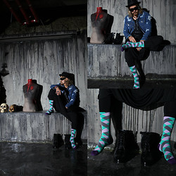 INWON LEE - Byther Jacket, Minga Berlin Socks, Zara Baggy Pants - Free your mind with the colorful socks