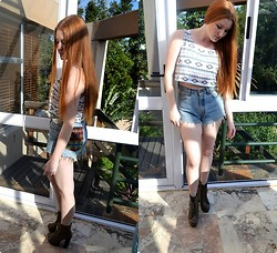 Gabi Gold - The Lot Aztec Crop Top, The Lot Highwaisted Shorts - Sunny days of winter.