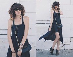 Dani Roxanne - Ray Ban Meteor Sunglasses, H&M A Symmetrical Dress, Marc By Jacobs Cross Body Bag, Jeffrey Campbell Starburst Bootie - Keep it simple