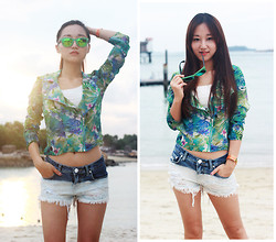 Belva P - Bershka Print Jacket, Bershka Shorts, Hermës Bracelet, Ray Ban Sunglass - The Sunset