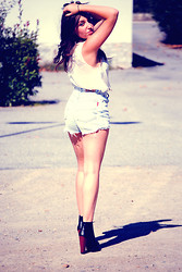 Clara TRV - H&M Top, Levi's® Levis Short, Jeffrey Campbell Shoes - Grosse