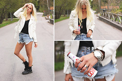 Fanny Larsson - Gina Tricot Faux Leatherjacket, Levi's® Diy Levi's Shorts, Marc By Jacobs Watch, Dr. Martens Boots - Drink it up girl