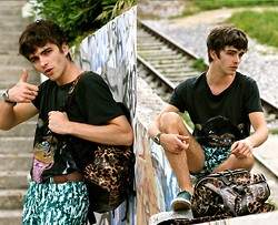 "Matthias C. - G Kero Monkey Tee, Vj Style Leopard Backpack, Lacoste Baskets, Bershka Belt, Seiko Watch - ""Lada"""