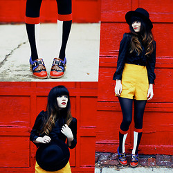 Rachel-Marie Iwanyszyn - Da Sein Socks, Chaussure Lapin Buckle Heels, Thrifted Hat, Mustard Shorts, Http://Www.Jaglever.Com - THE PRIMARY COLOR MOVEMENT.
