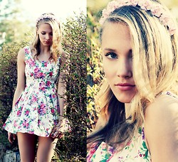 Petra Karlsson - Headband, Dress - Flower + talk-through tutorial/vote for NY fashionweek