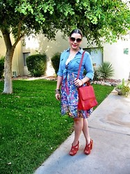 Abril Avila - Old Navy Chambray Shirt, Vintage Leather Handbag - Day at the Museum