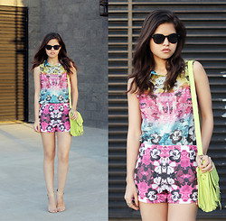 Adriana Gastélum - Savous Floral Sleveless Shirt, Savous Floral Matching Shorts, Choies Neon Bag, Zara Heels - Take me to the beach