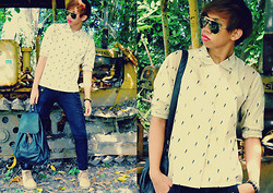 Dyosa Urquia - Vence Skinny Cargo, Vintage Top, Ray Ban Aviator Sunglasses, Gazelle Back Pack - Ohhh! BOY!