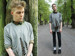 Robbie Jonsson - Urban Outfitters Camo Shirt, Cheap Monday Shredded Sweatshirt, Vintage Leather Backpack, Pour Homme Jeans, H&M Socks, Vagabond Shoes - Humlegården, Stockholm