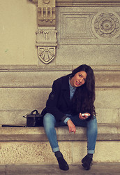 Rebeca Otero - Mango Shirt, Vintage Coat, Bimba & Lola Bag, H&M Jeans - City Hall