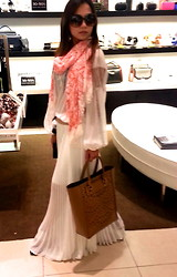 Sea Chic Btq - Bcbg Scarf, Bcbg Handbag - Shopping day