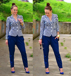 Inside the B World - Blazer, Zara Pants, Pointed Toe Shoes - Navy blue stripes